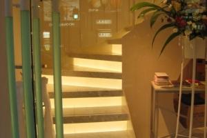 屋内階段間接照明