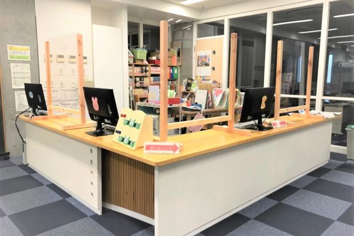 府中学園・府中明郷学園の図書室に飛沫感染予防アクリル板を納品しました