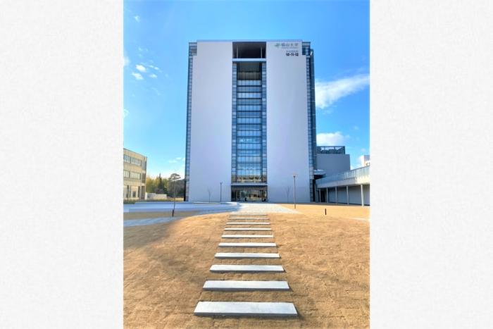 福山大学 様 未来創造館 屋内外サイン